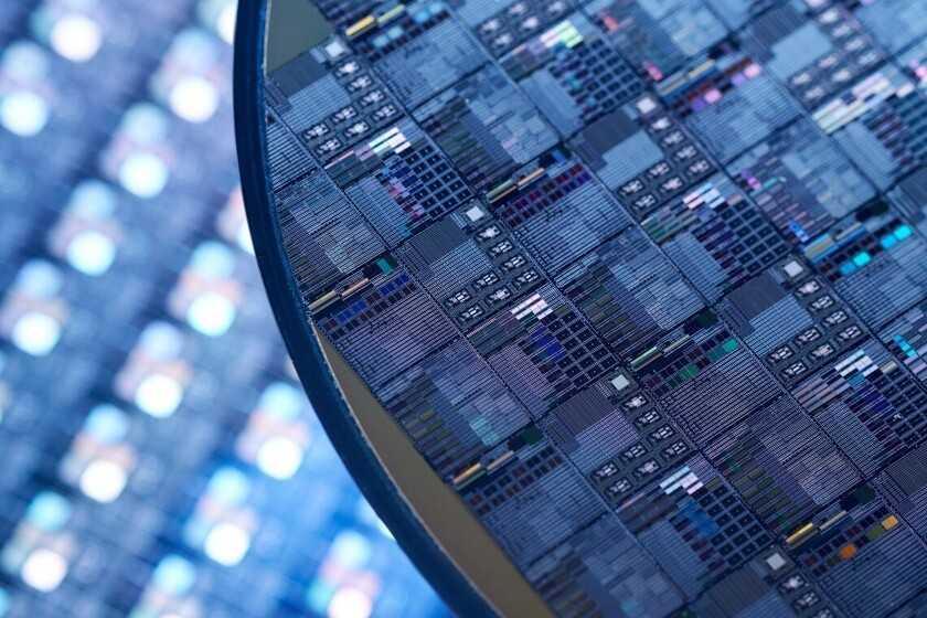 Les pénuries mondiales de puces entraînent des retards dans la production de mobiles, d'ordinateurs et plus encore, selon Reuters