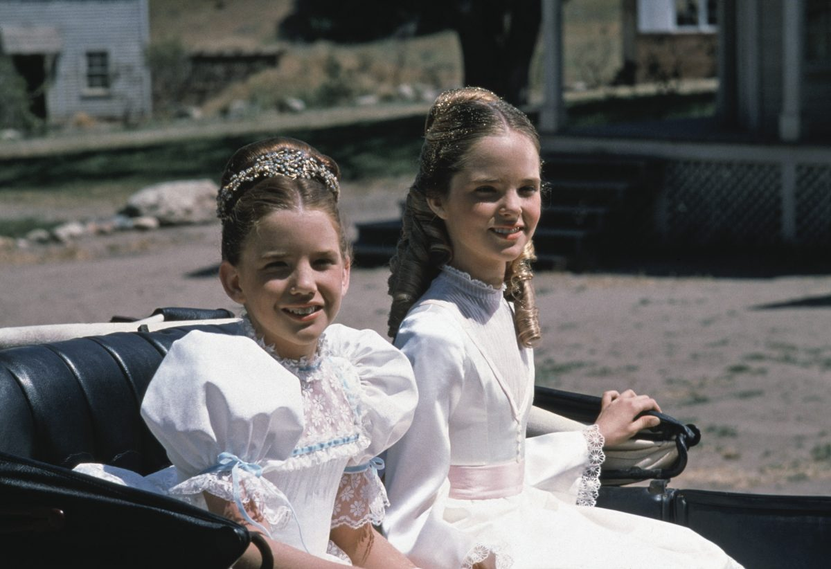 Melissa Gilbert comme Laura Elizabeth Ingalls, Melissa Sue Anderson comme Mary Ingalls