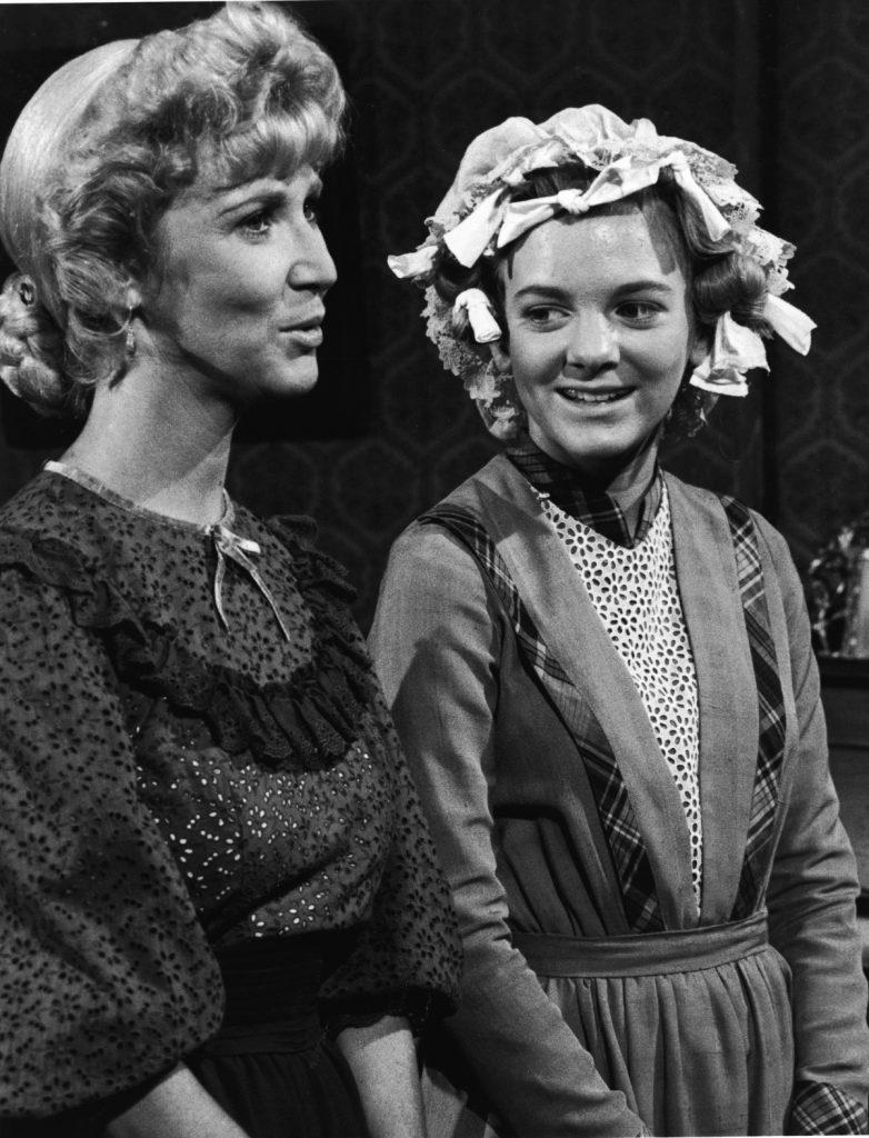 Alison Arngrim, à droite, dans une scène de 'Little House on the Prairie'