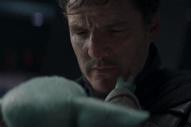 """Mando a enlevé son casque pour dire au revoir à Grogu à la fin de la saison 2 de """"The Mandalorian"""" (Photo: Disney +)"""