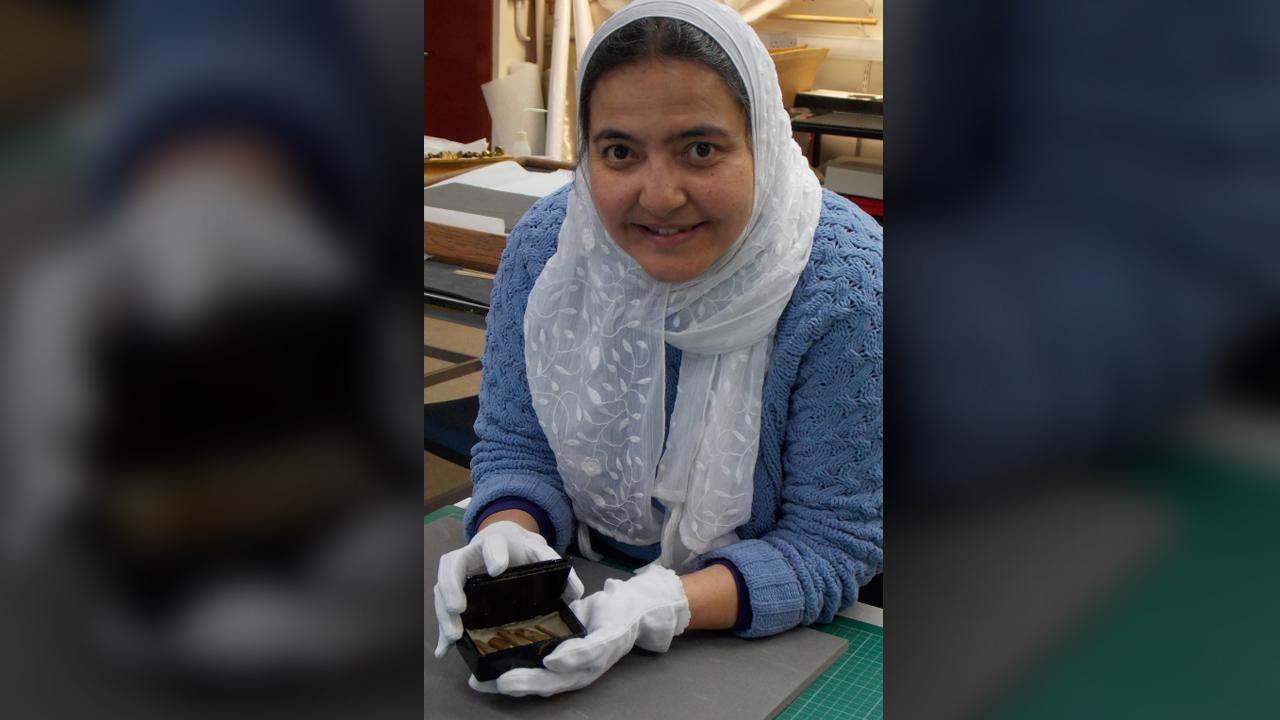 """Localisation de l'objet dans les vastes collections des musées de l'université """"a été comme trouver une aiguille dans une botte de foin,"""" a déclaré l'assistant de conservation Abeer Eladany."""