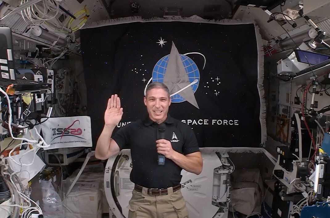 Premier `` Gardien '' Dans L'espace: Un Astronaute De La