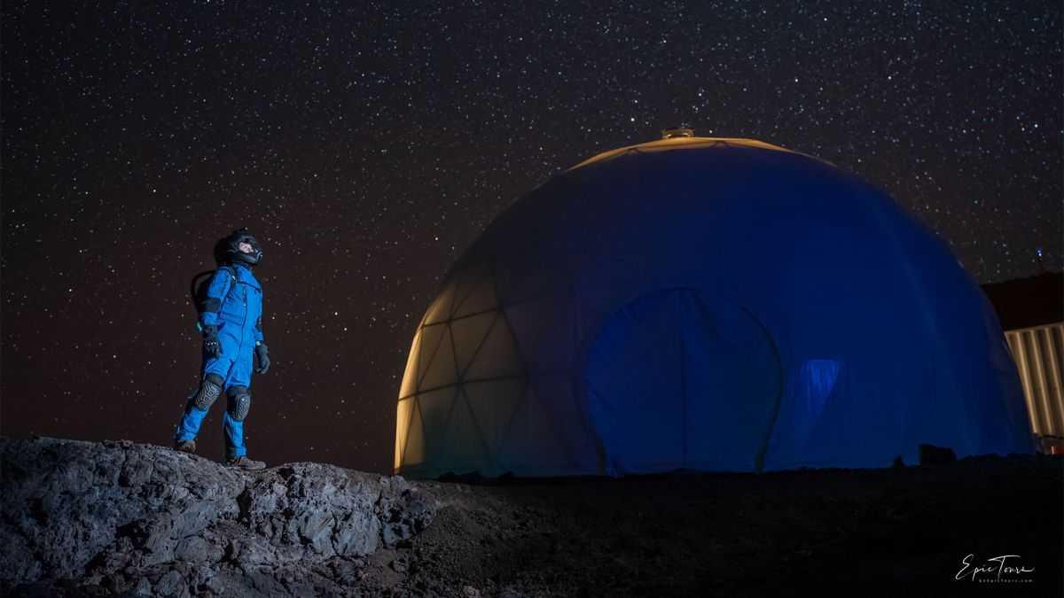 Quand Les Traditions Rassemblent L'équipage Sur La Lune Rapport