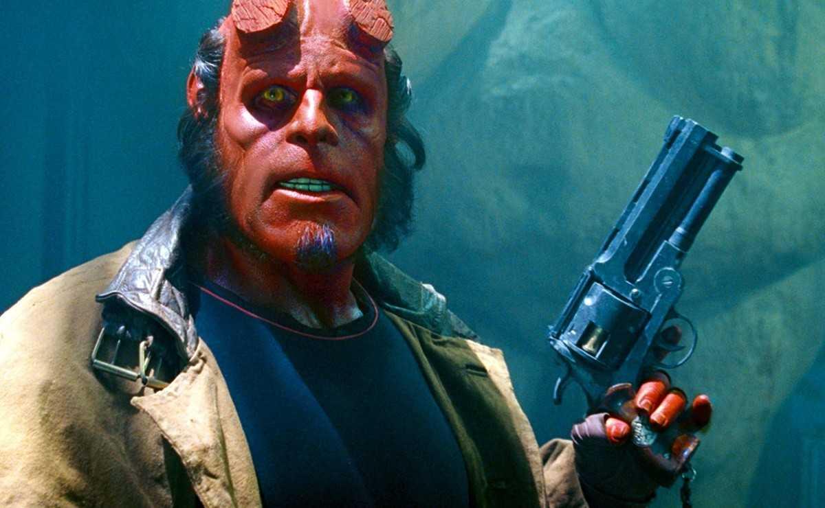 Ron Perlman révèle qu'il ferait `` Hellboy 3 '' malgré le redémarrage