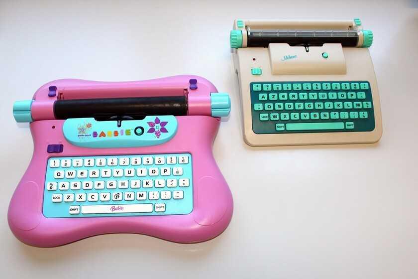 La machine à écrire Barbie qui a introduit les filles au chiffre énigmatique (sans qu'elles le sachent)