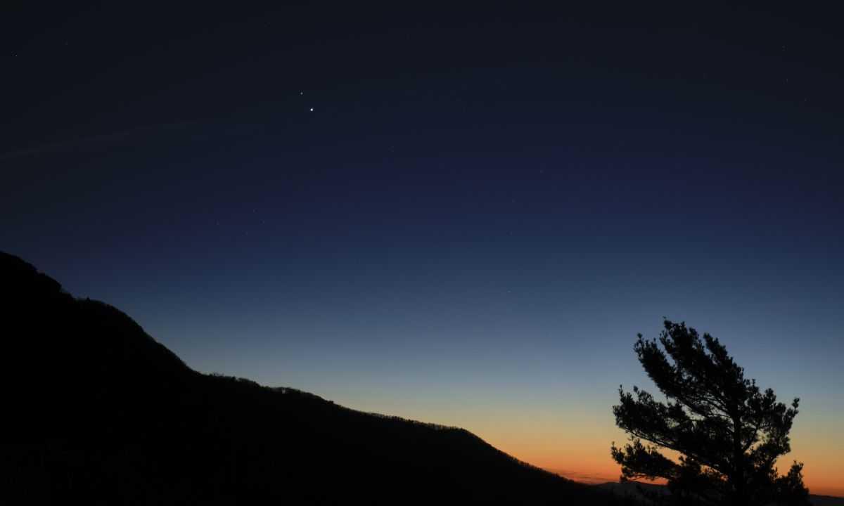 Regardez La `` Grande Conjonction '' Du Solstice D'hiver De