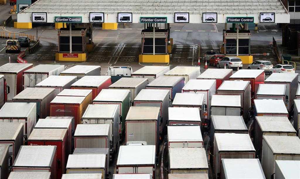 Plus De 1500 Camions Sont Bloqués Dans Le Comté Anglais