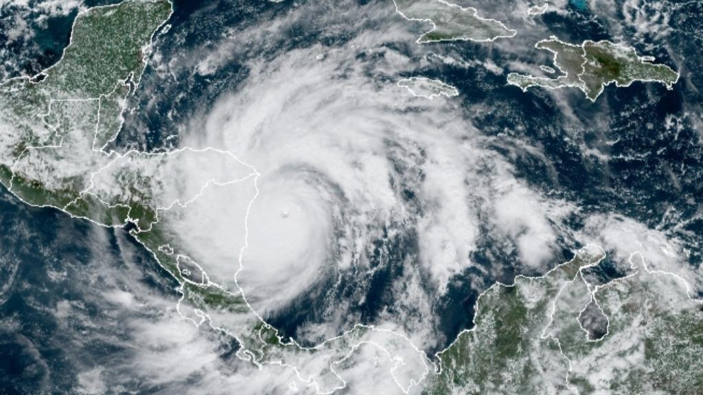 Une image satellite de l'ouragan Iota prise le 16 novembre