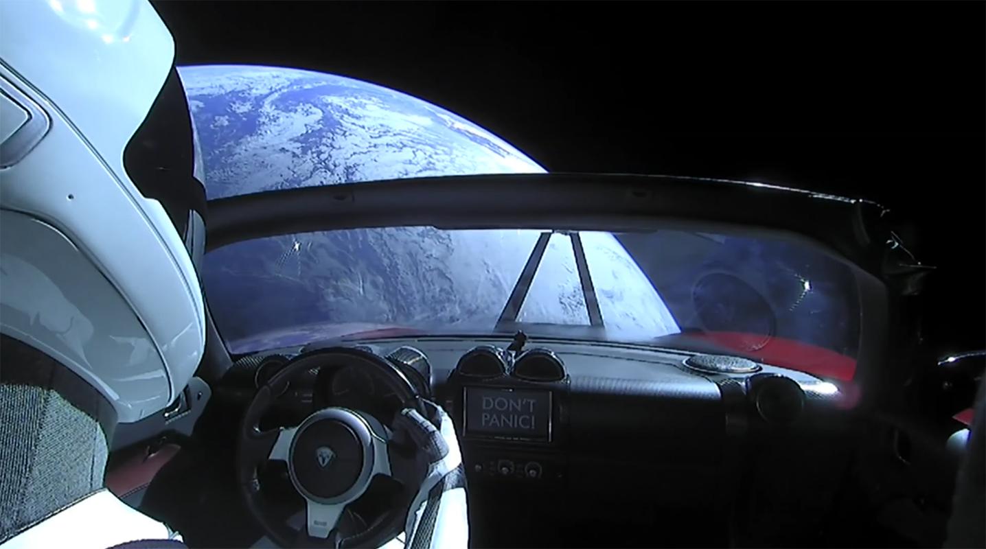 Starman a envoyé des photos chez lui avant de quitter l'orbite terrestre.
