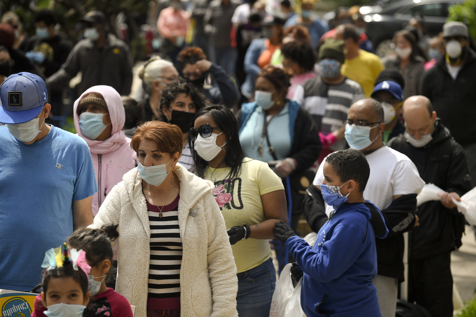 Les gens font la queue à Reading, PA le 25 avril 2020.