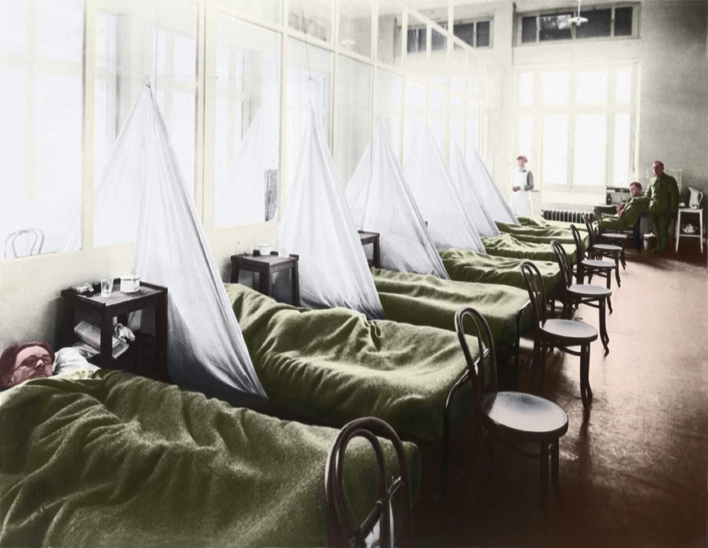Un service de grippe dans un hôpital du camp de l'armée américaine en France pendant la pandémie de grippe espagnole de 1918.