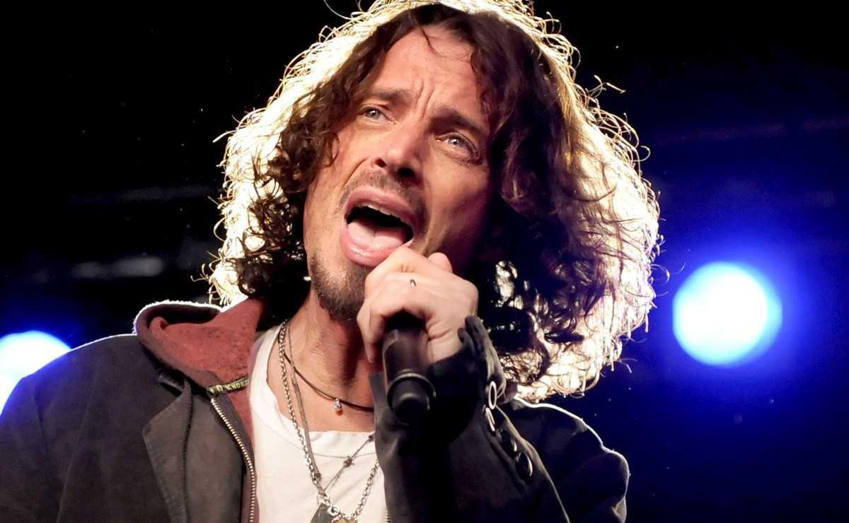 Regardez la vidéo de Chris Cornell rendant hommage à John Lennon avec 'Watching The Wheels'