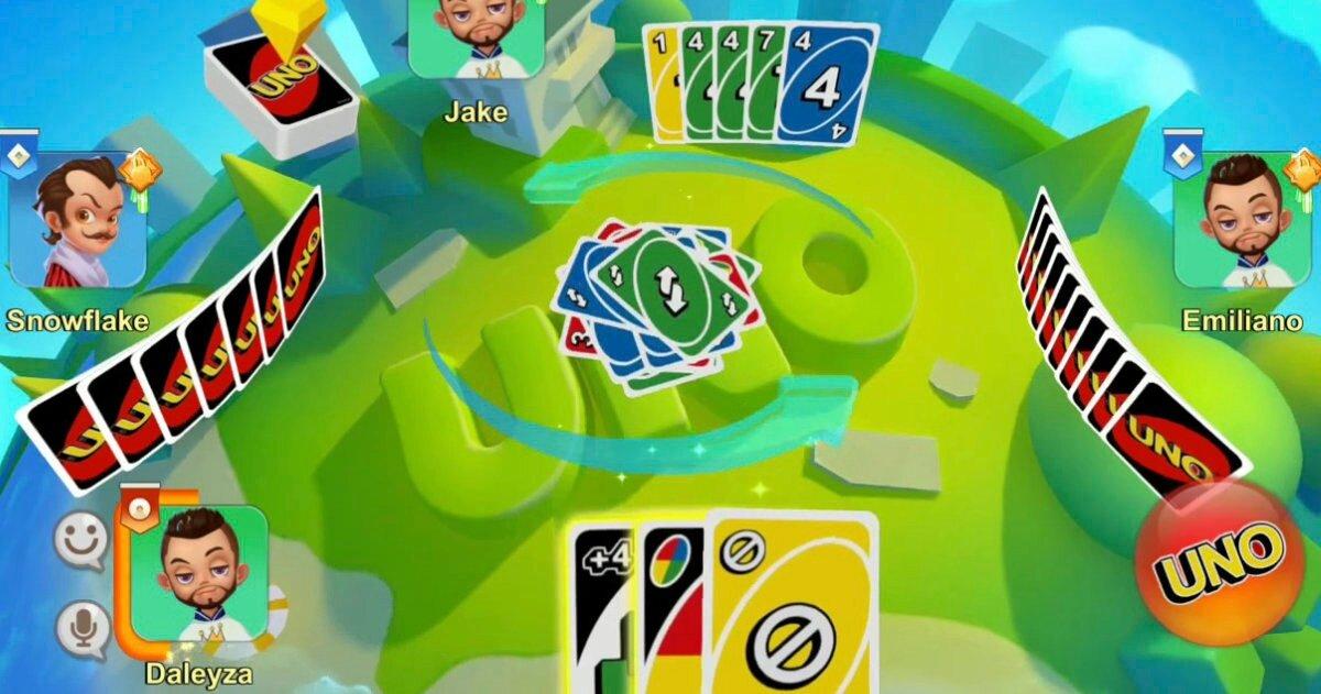 Cartes d'un et personnages autour d'un plateau virtuel vert.