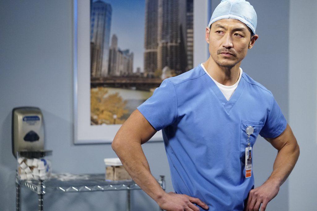 Brian Tee comme Ethan Choi sur Chicago Med |  Banque de photos Elizabeth Sisson / NBC / NBCU via Getty Images