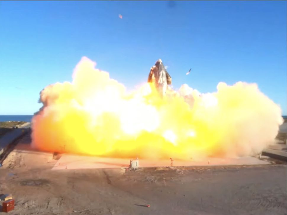 Le prototype Starship SN8 de SpaceX lance son premier vol d'essai à haute altitude au départ de Boca Chica, au Texas, le 9 décembre 2020.