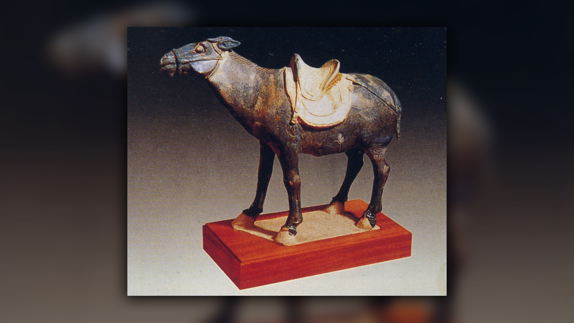 Une figurine d'âne émaillée tricolore de Xi'an.
