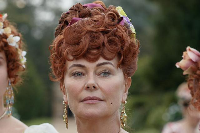 "Polly Walker joue Lady Portia Featherington dans ""Bridgerton"" (Photo: Netflix)"