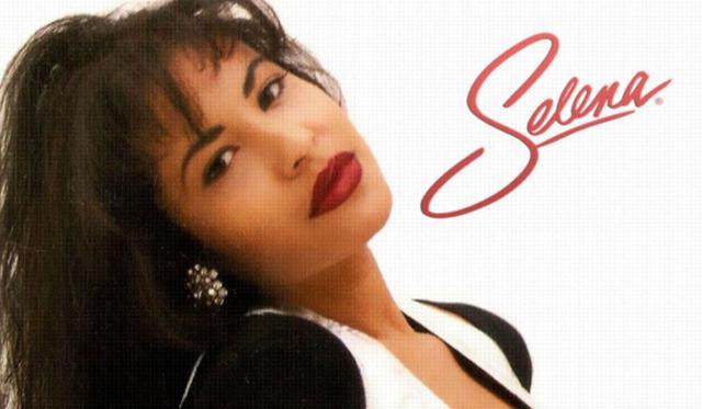 Selena Quintanilla a commencé sa carrière musicale à l'âge de six ans aux côtés de ses frères et a enregistré son premier album à 14 ans.  Dans les années 1980, elle a été critiquée et rejetée pour s'être présentée en chantant de la musique Tejano, un genre dominé uniquement par les hommes (Photo: EMI Music)