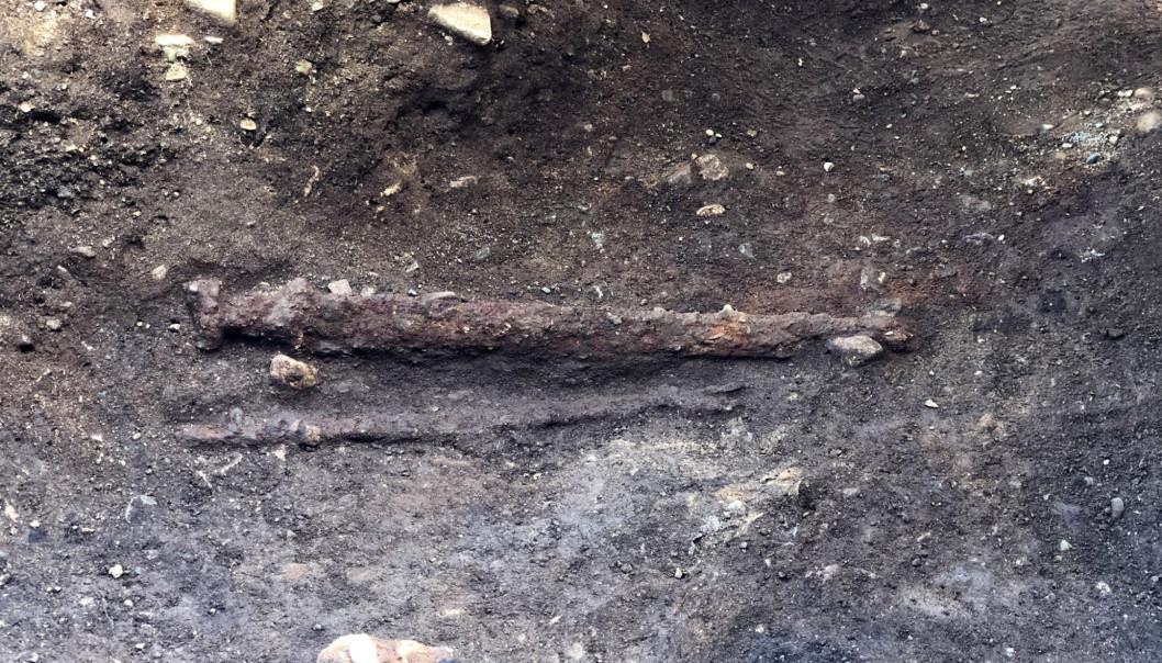 Les chercheurs prévoient de radiographier l'épée, ce qui montrera ce qui se cache sous la corrosion, comme l'ornementation ou le soudage de motifs sur la lame.