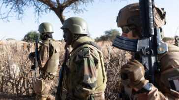 Trois Militaires Français Tués Dans Un Attentat à La Bombe