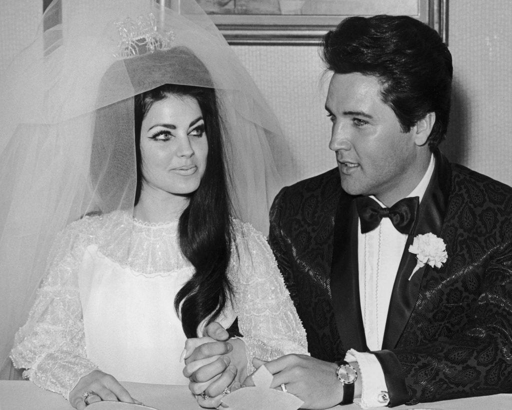 Elvis et Priscilla Presley le jour de leur mariage