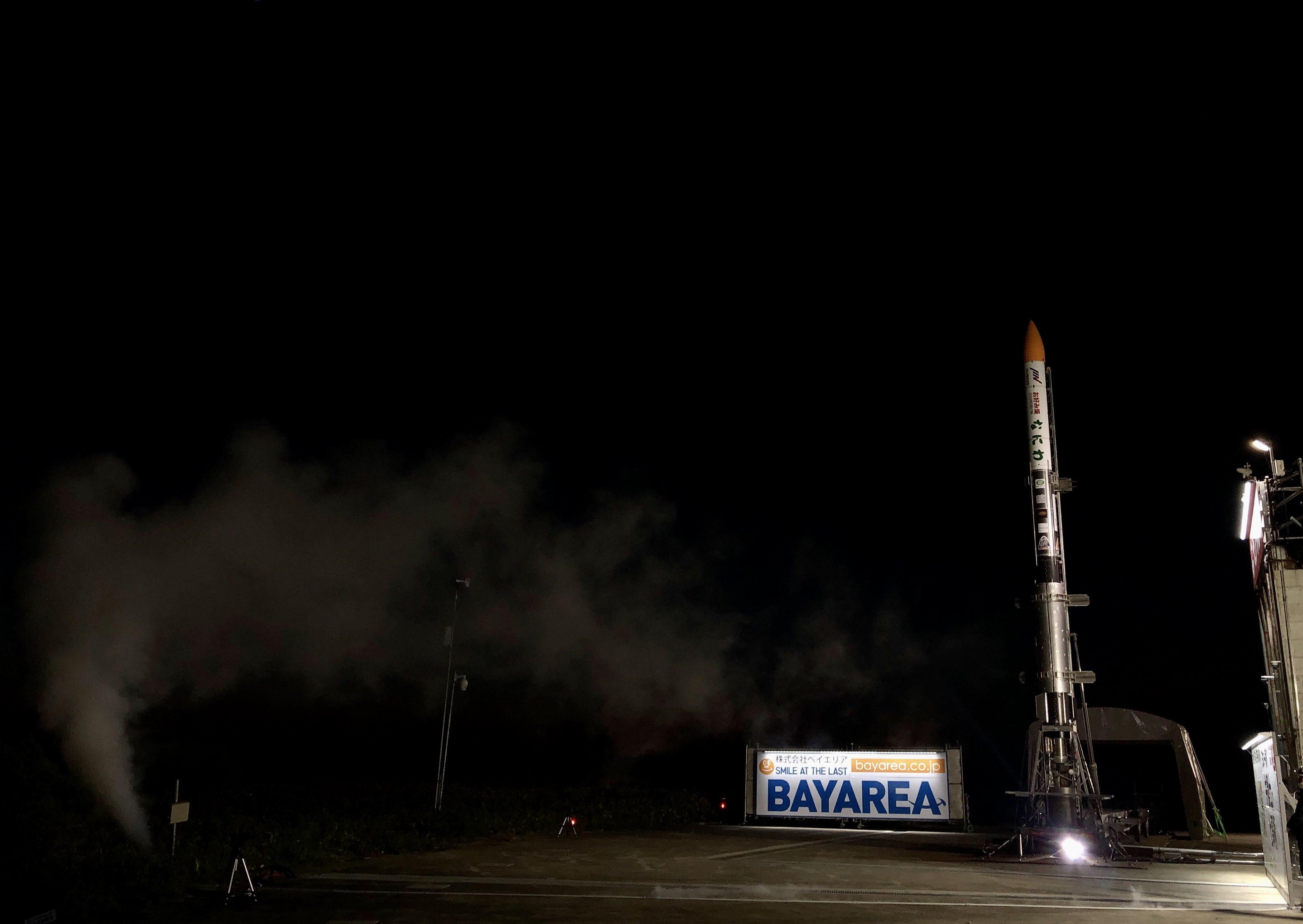 La fusée-sonde Momo-F5 d'Interstellar Technologies se dresse au sommet de sa rampe de lancement à Taiki Town, Hokkaido, le 13 juin 2020, avant une tentative de lancement.