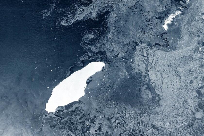 Ce qui était autrefois le plus grand iceberg du monde est dans sa phase finale: divisé en quatre et sur le point de frapper une île