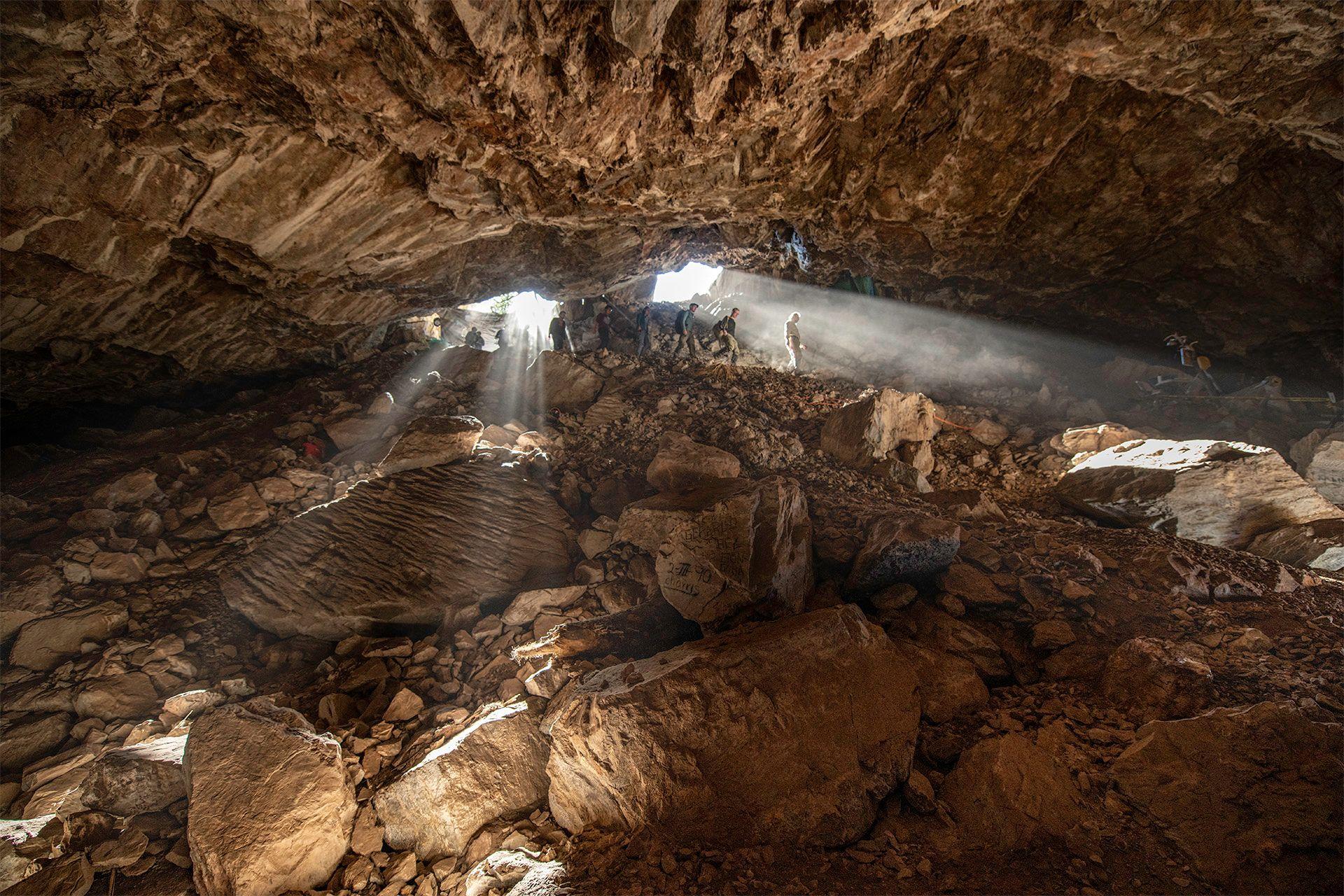Les archéologues explorent la vaste grotte Chiquihuite dans les hautes terres du Chiapas au nord-ouest du Mexique.