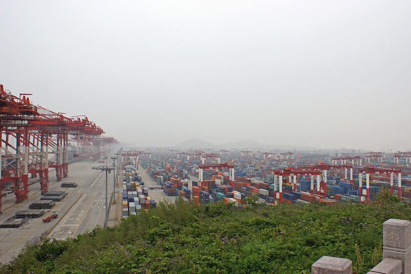 L'impressionnant port de Shanghai qui, année après année, continue de battre son propre record de capacité