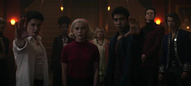 Comment Sabrina meurt-elle dans Chilling Adventures of Sabrina?
