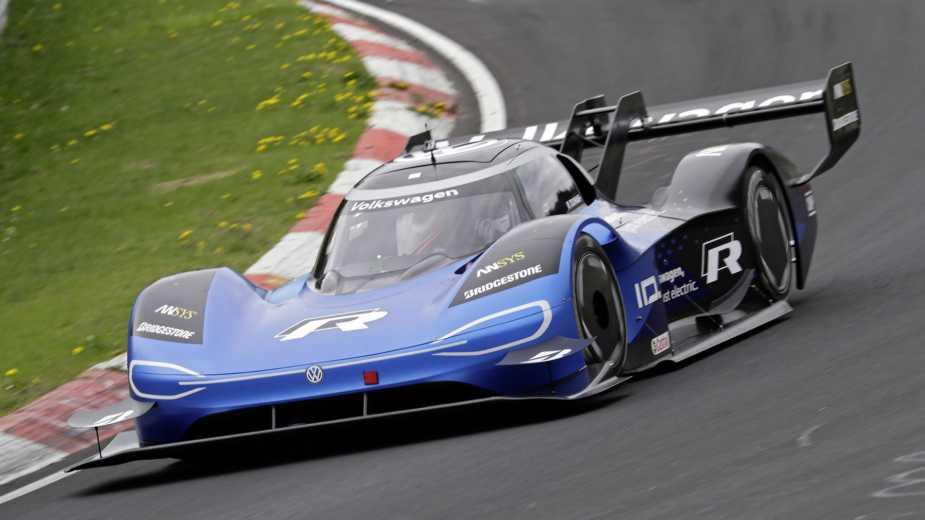 Blâmez La Mobilité électrique. Volkswagen Dit Adieu Au Sport Automobile