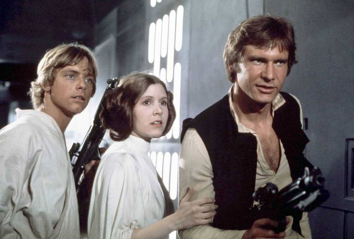Les acteurs américains Mark Hamill, Carrie Fisher et Harrison Ford sur le tournage de Star Wars: Episode IV - Un nouvel espoir écrit, réalisé et produit par Georges Lucas.