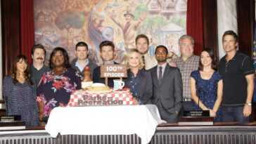 Rashida Jones (left), Nick Offerman, Retta, Michael Schur, Adam Scott, Amy Poehler, Chris Pratt, Aziz Ansari, Jim O