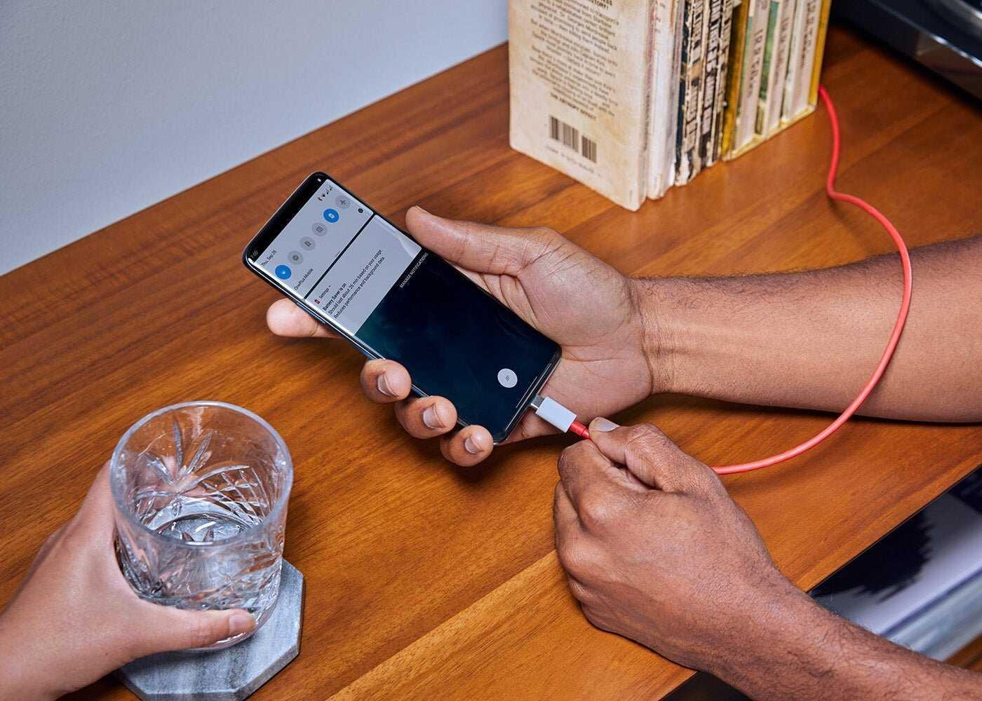 Chargement rapide sur un mobile OnePlus