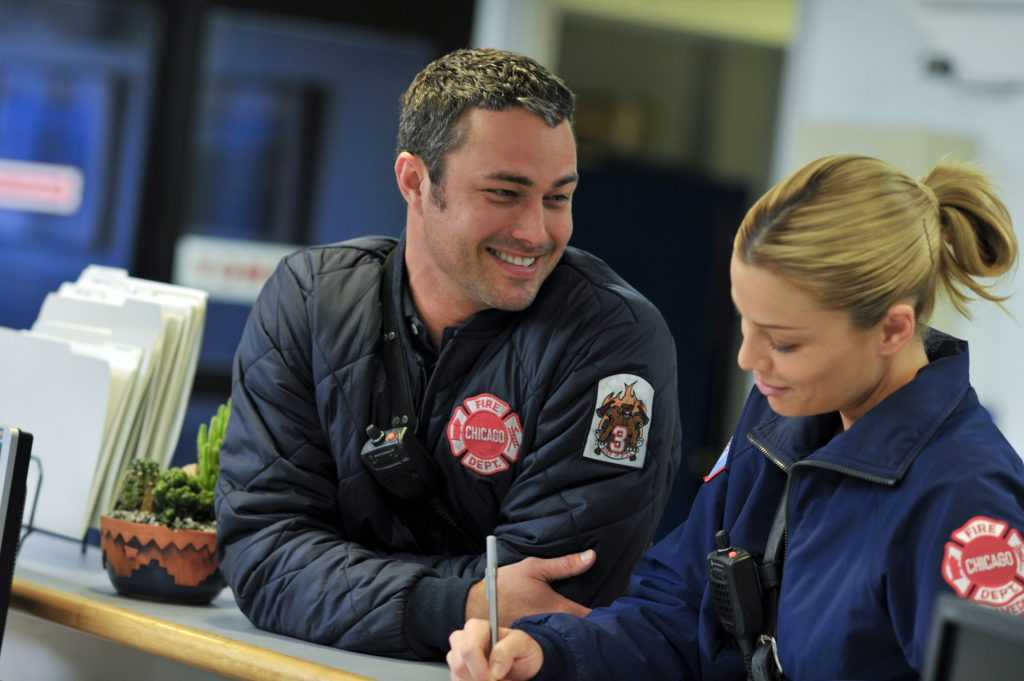 Taylor Kinney comme Kelly Severide et Lauren German comme Leslie Shay |  Elizabeth Morris / Banque de photos NBCU / NBCUniversal via Getty Images