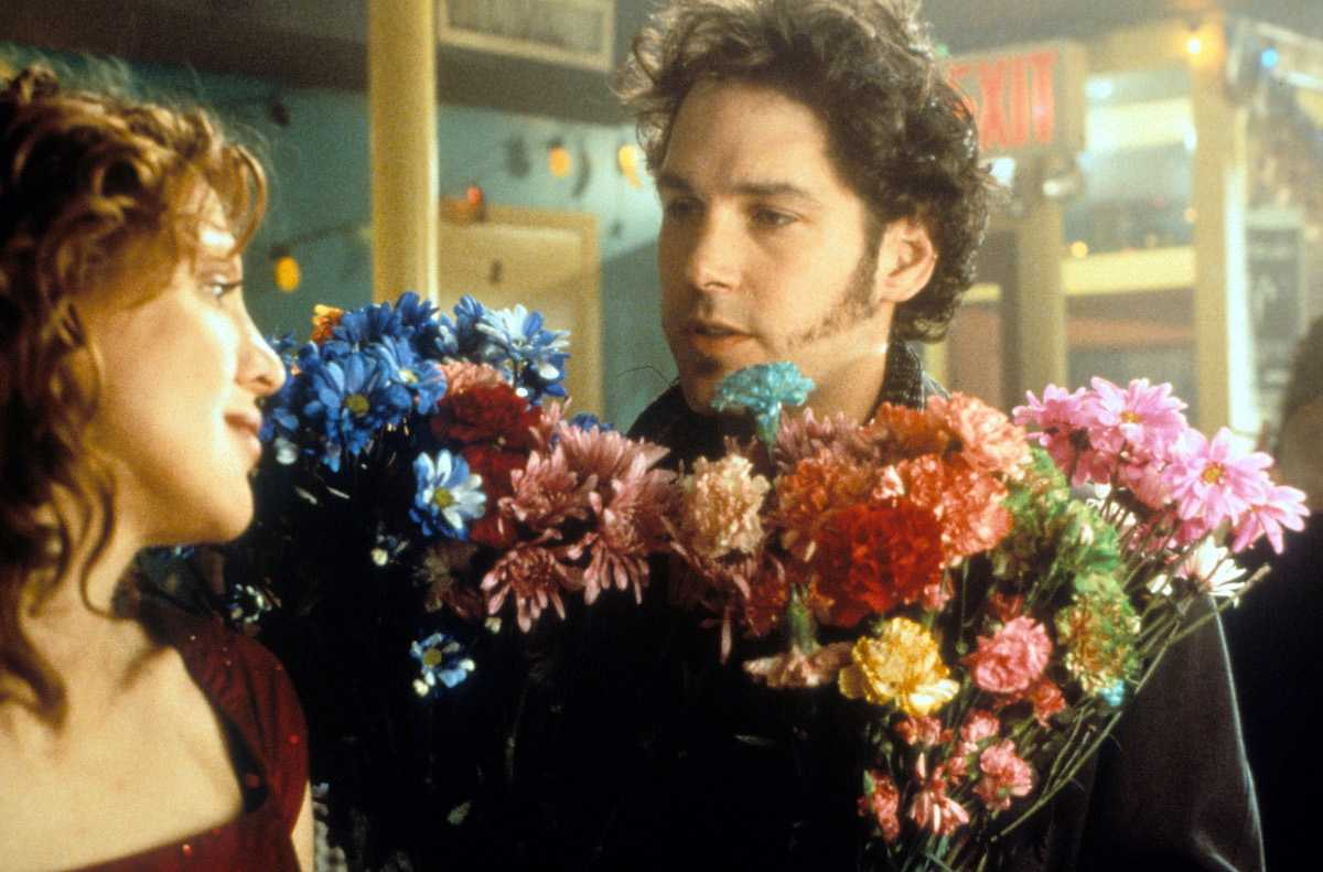Courtney Love with Paul Rudd, holding flowers