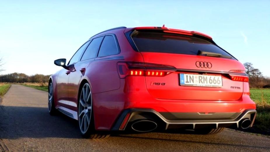 Folie En Forme De Van. Audi Rs 6 Avant Avec