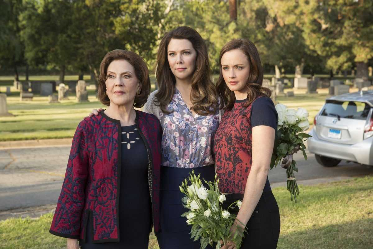 Kelly Bishop as Emily Gilmore, Lauren Graham as Lorelai Gilmore and Alexis Bledel as Rory Gilmore in the fall episode of
