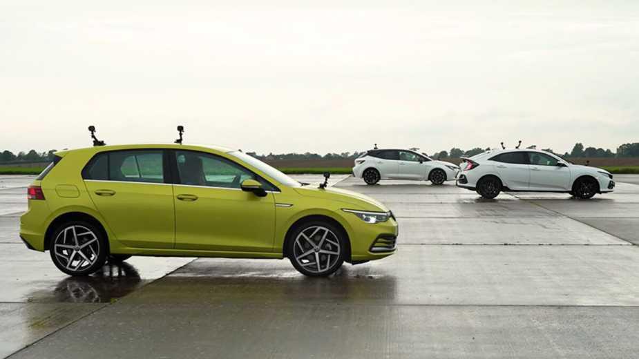 Golf, Civic Et Corolla. La Course De Dragsters Entre Les