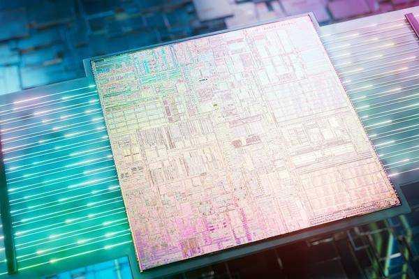 Intel Réalise Une Percée Dans Les Processeurs Avec Interfaces Optiques
