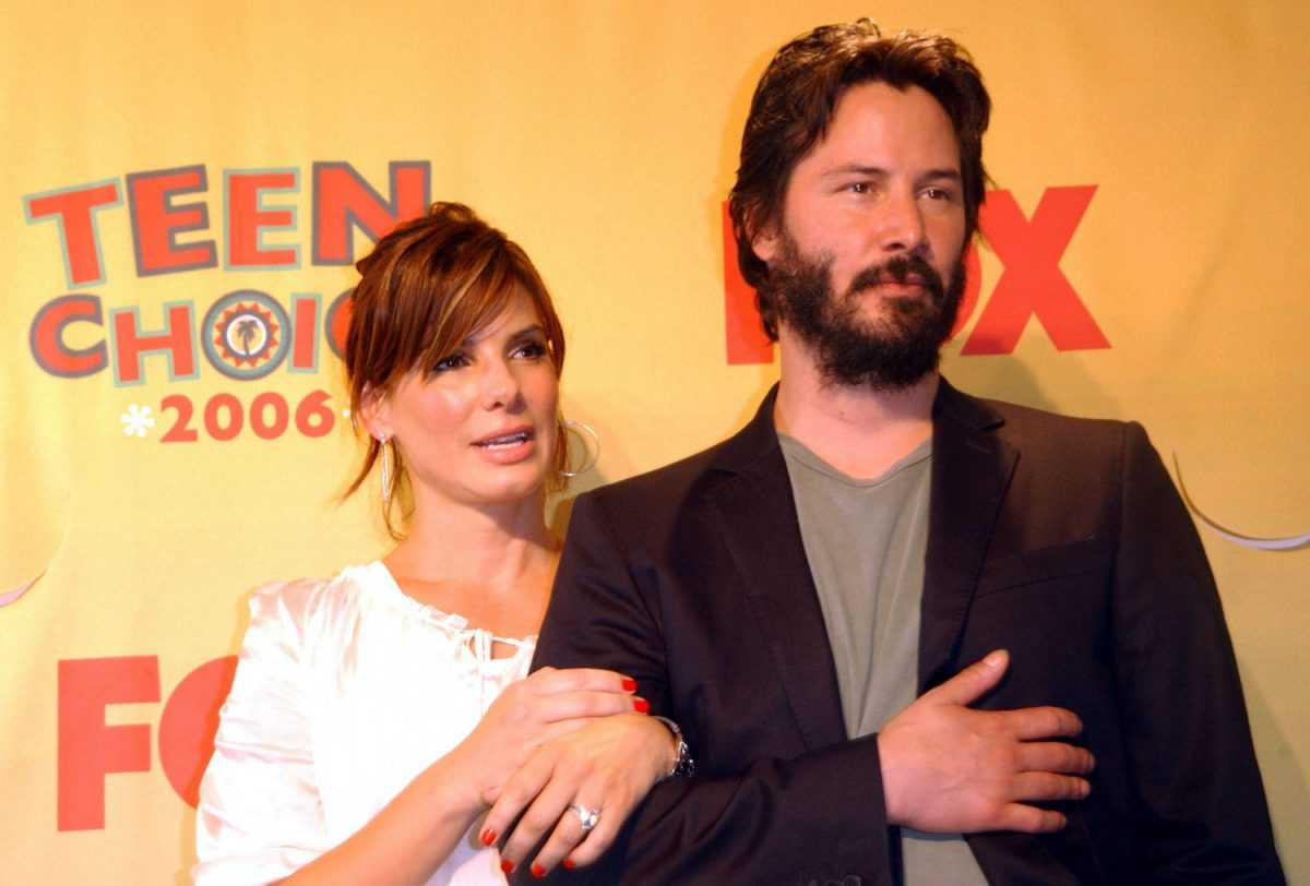 Sandra Bullock and Keanu Reeves win Choice Liplock for The Lake House at the 2006 Teen Choice Awards
