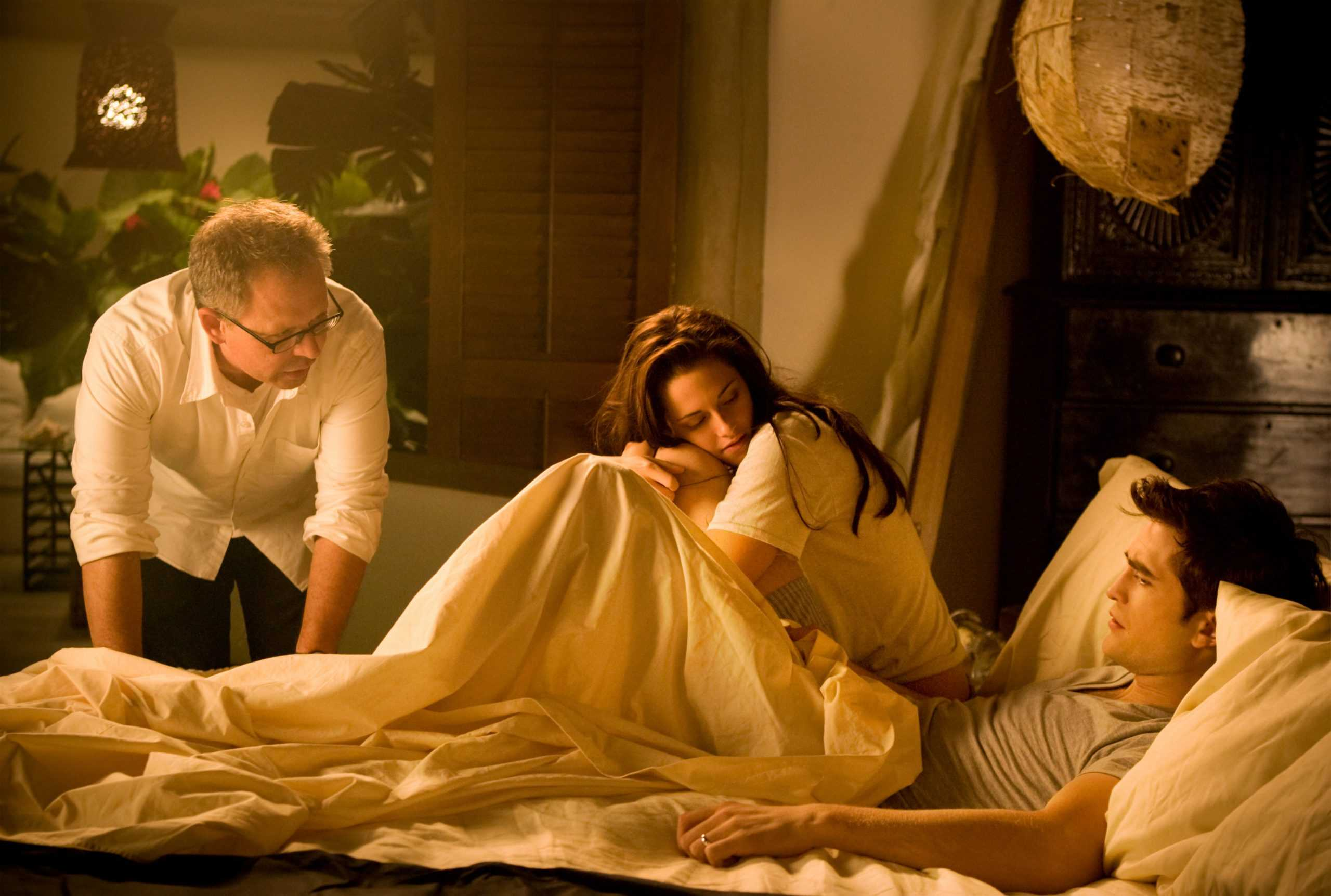 Réalisateur BILL CONDON, KRISTEN STEWART et ROBERT PATTINSON sur le tournage de THE TWILIGHT SAGA: BREAKING DAWN-PART 1