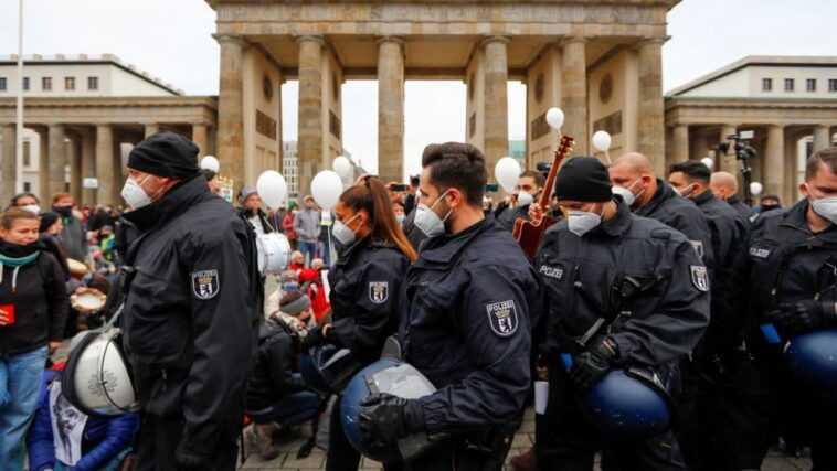 Covid-19 : l'Allemagne ferme les commerces non-essentiels et les écoles