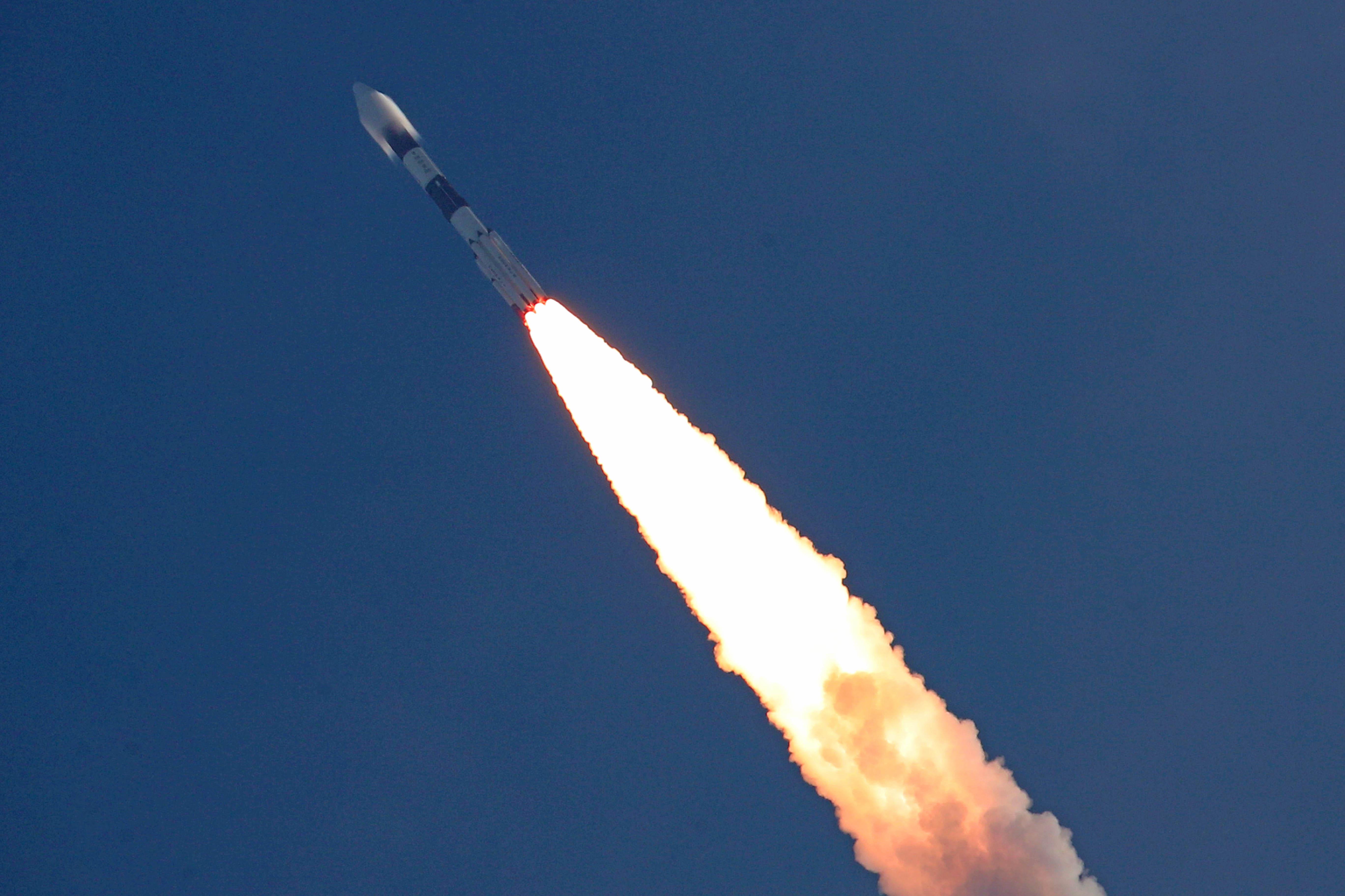 Un véhicule de lancement de satellite polaire de l'Organisation indienne de recherche spatiale lance le satellite de communication CMS-01 en orbite depuis le centre spatial Satish Dhawan à Sriharikota, en Inde, le 17 décembre 2020.