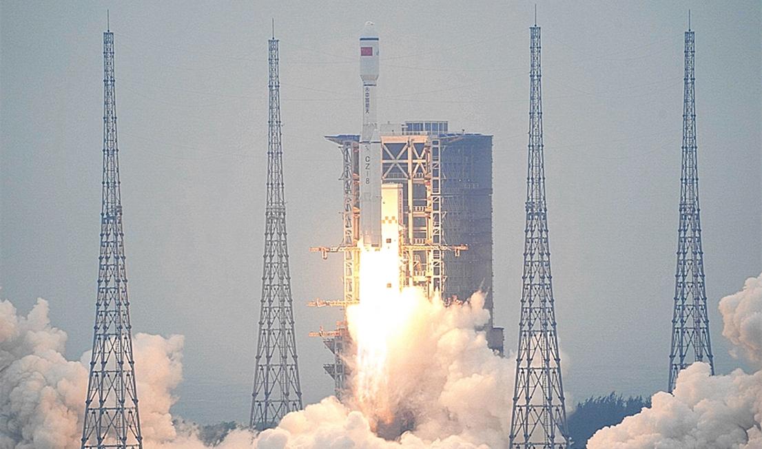 Une fusée chinoise Long March 8 lance sa première mission depuis le site de lancement spatial de Wenchang sur l'île de Hainan le 21 décembre 2020.
