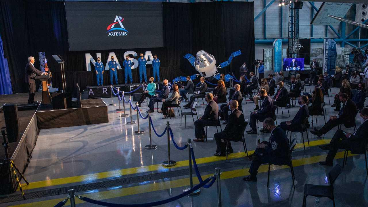 La NASA présente 18 astronautes qui s'entraîneront pour la mission lunaire Artemis 2024