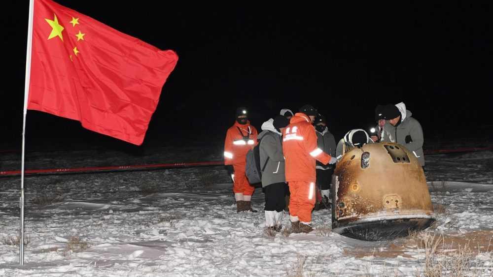 La Capsule Chinoise Revient Sur Terre Avec Des Roches Lunaires