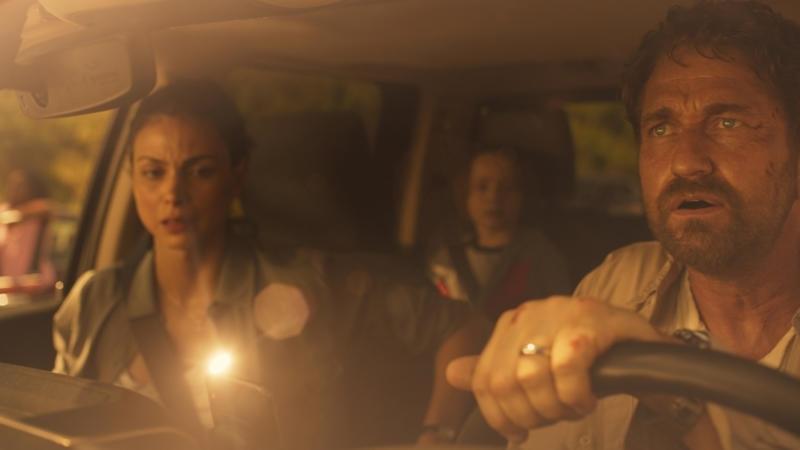 Morena Baccarin, Roger Dale Floyd et Gerard Butler vus dans une image fixe du film