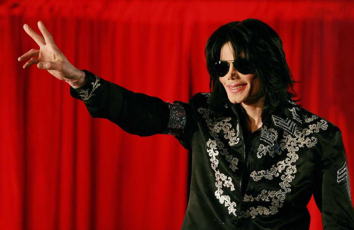 Michael Jackson s'adresse à une conférence de presse à l'O2 Arena de Londres