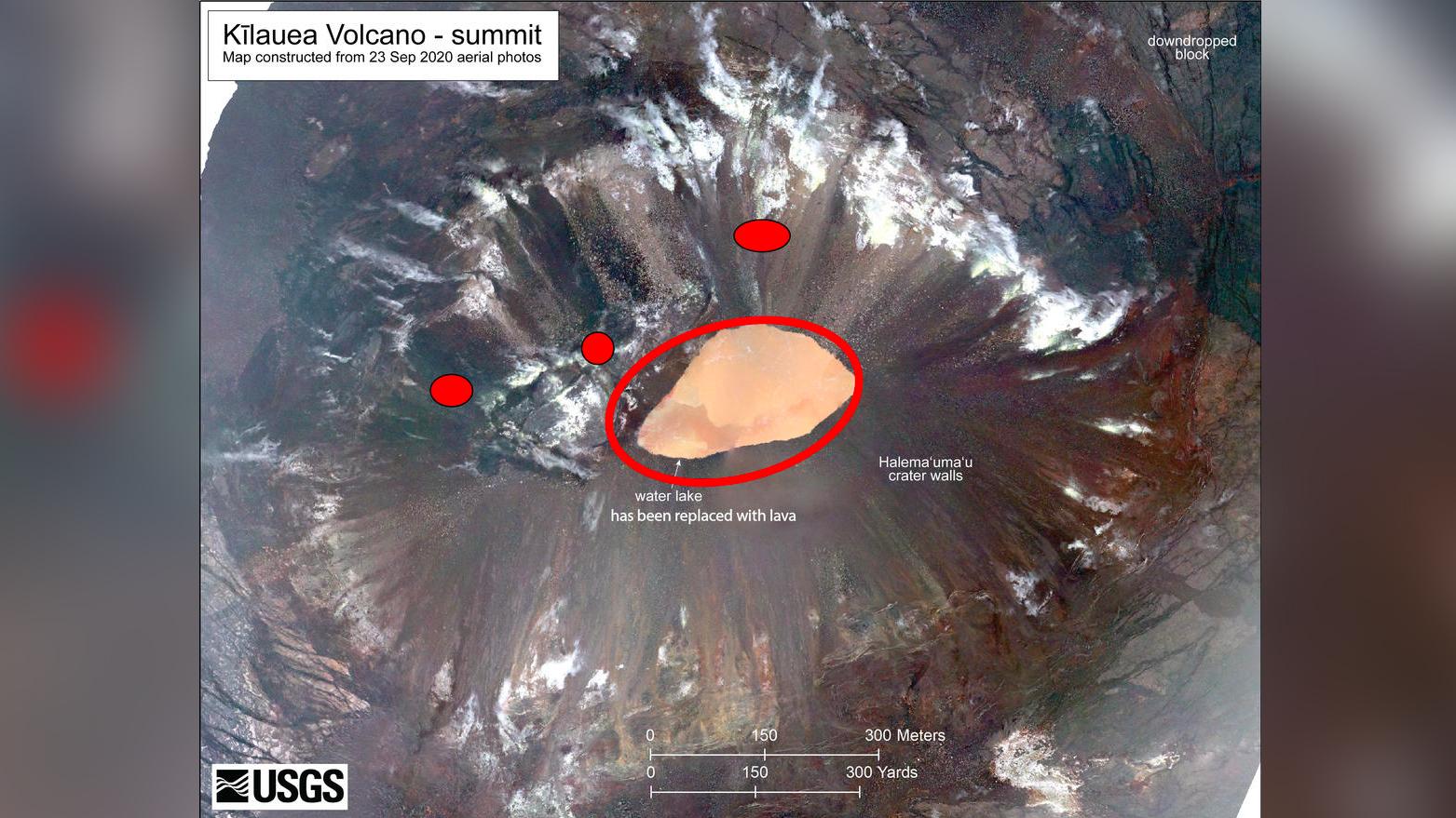 Peu de temps après environ 21h30 HST, une éruption a commencé au sommet du volcan Kīlauea.  Les points rouges sont les emplacements approximatifs des évents de fissure alimentant la lave s'écoulant dans le fond du cratère Halema'uma'u.  Le lac d'eau à la base du cratère Halema'uma'u a été remplacé par un lac de lave en pleine croissance.